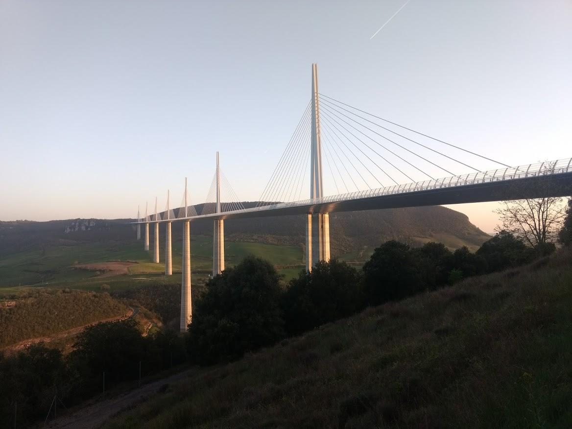 Des causses à l'Aubrac: passage par le viaduc de Millau